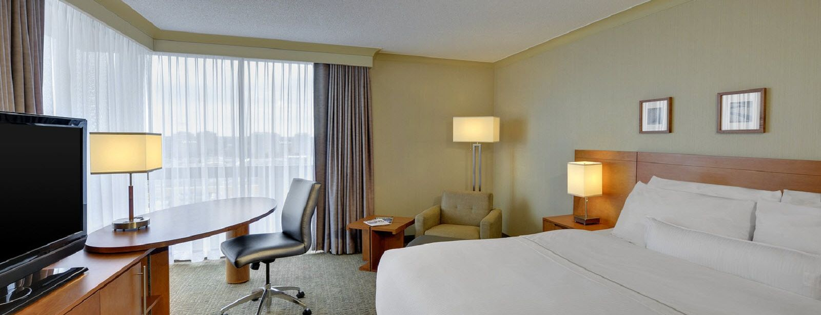 Traditional Guest Room | The Westin Prince Toronto Hotel